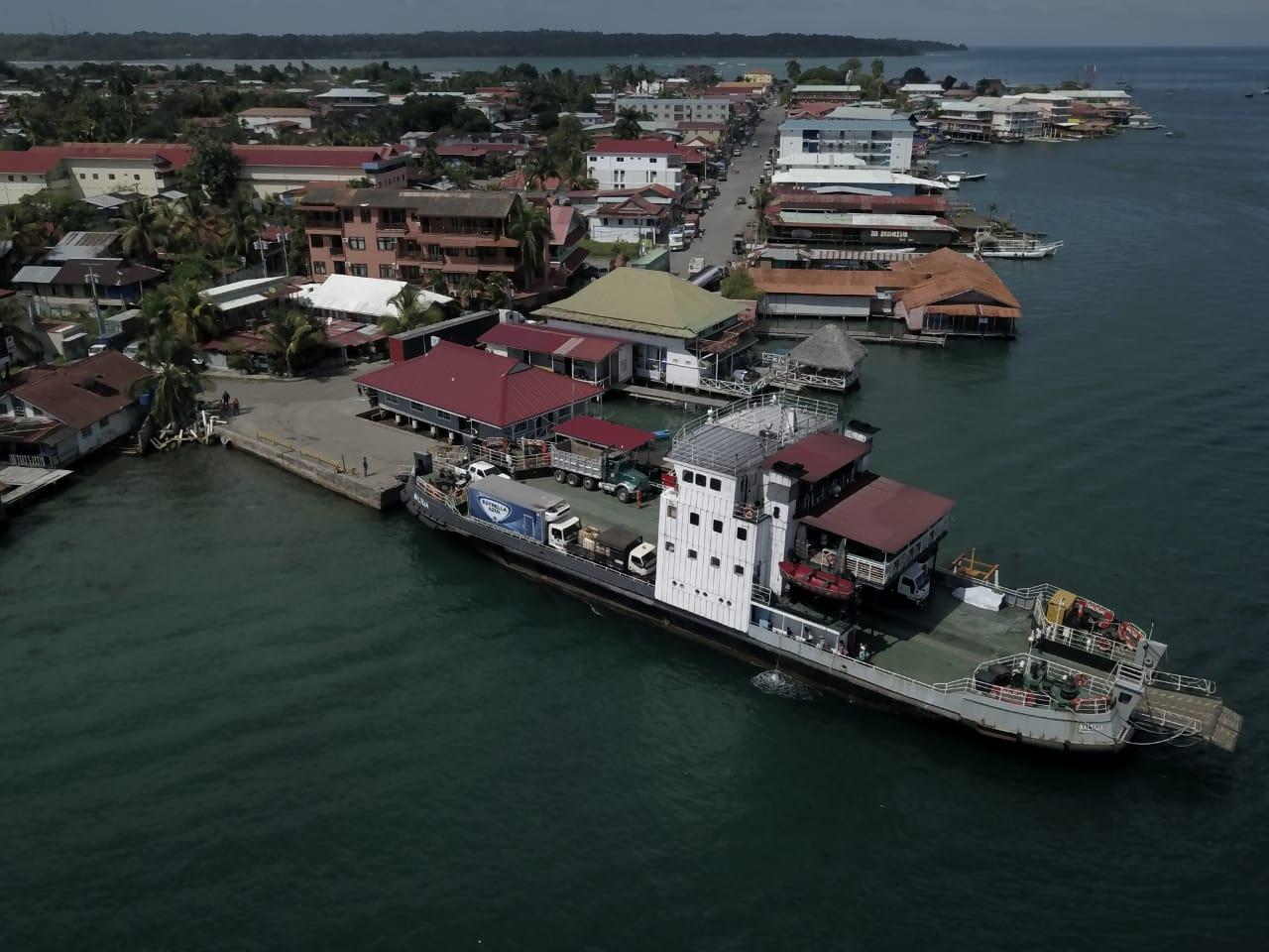 Conexiones regulares del ferry  entre Almirante e Isla Colón
